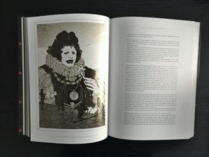 Una doppia pagina interna con la narrativa in prosa de Gli Orchi Dei - Piccolo